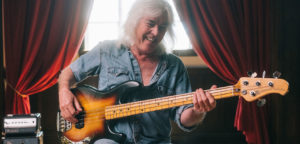 cliff williams, musicman stingray, ac/dc, basse, bassiste